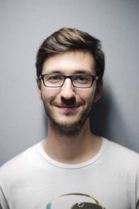 男性のポートレート写真