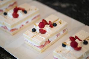 パーティーでのケーキ写真