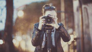 写真をとるカメラマン